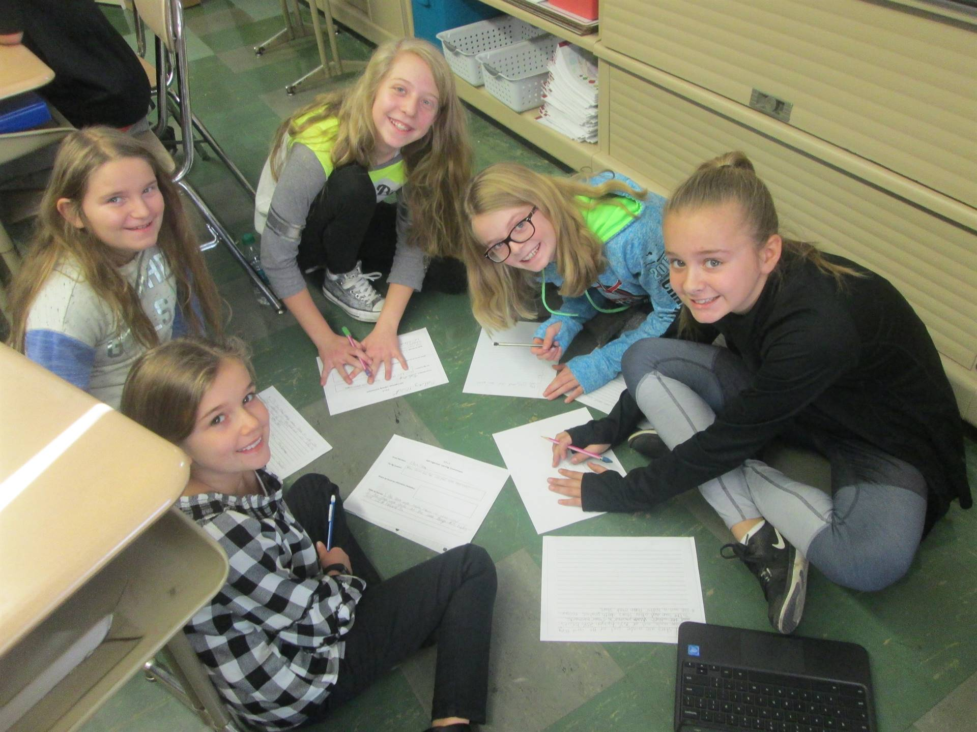 5th Graders from Mrs. Lockwood's Class Doing a  Self Organized Learning Environment Activity