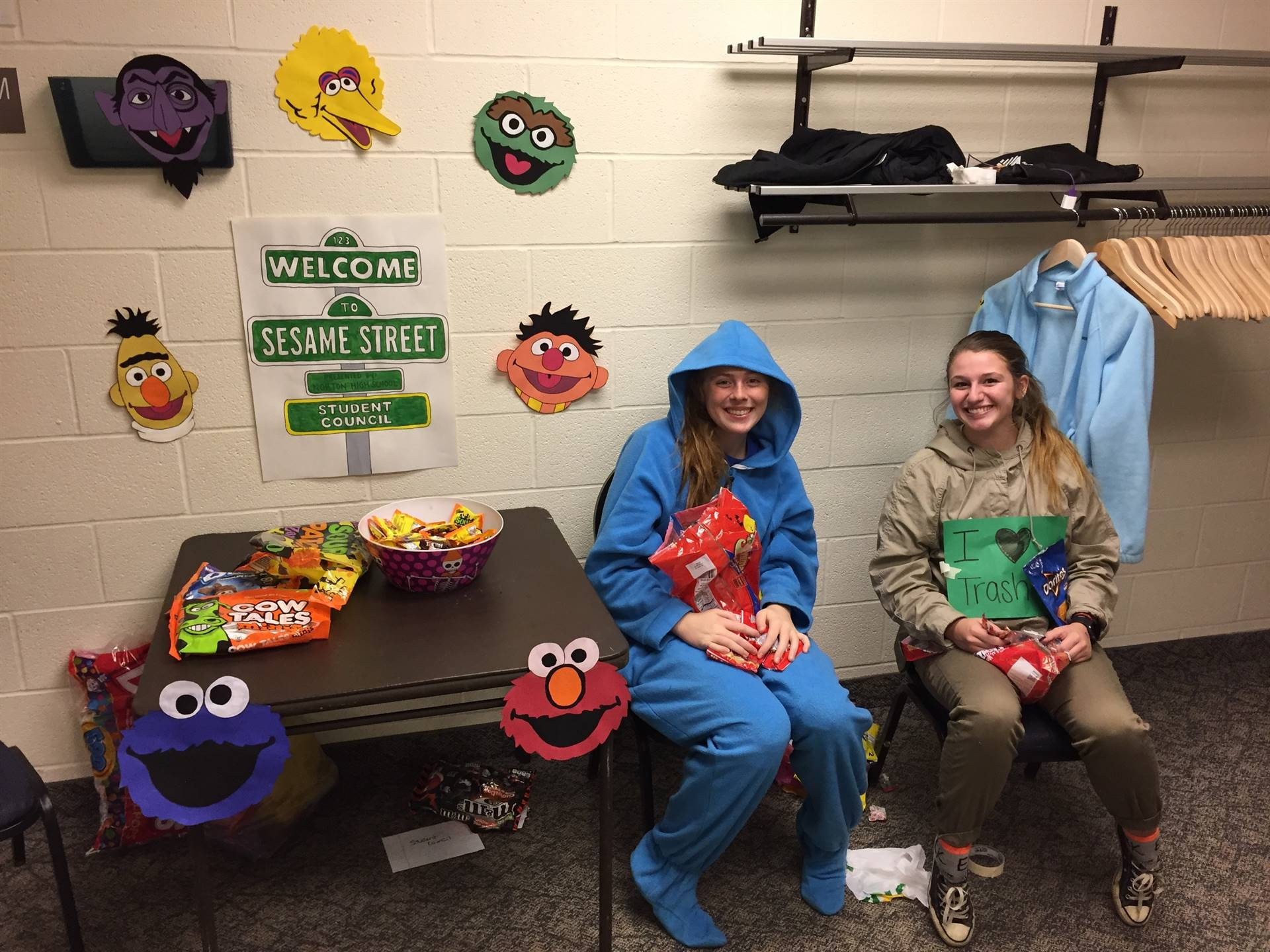 Student Council Participating in Trunk or Treat at Grace Church